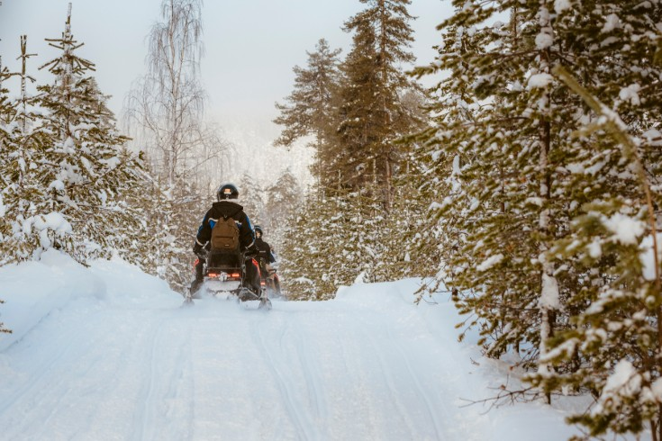 picture snowmobile trail lapland travel äkäslompolo finland